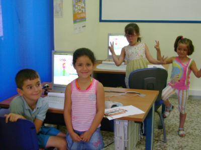 Los peques hacen sus trabajos en Guadalinfo