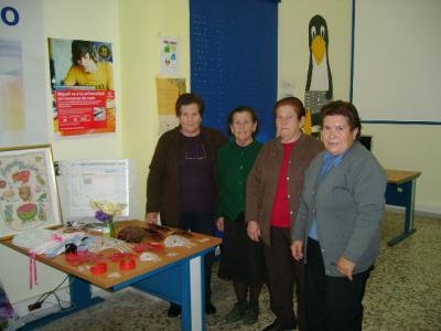 Peinetas y cuadros en el Centro Guadalinfo.